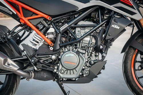 Why is it important to be familiar with motorcycle parts?